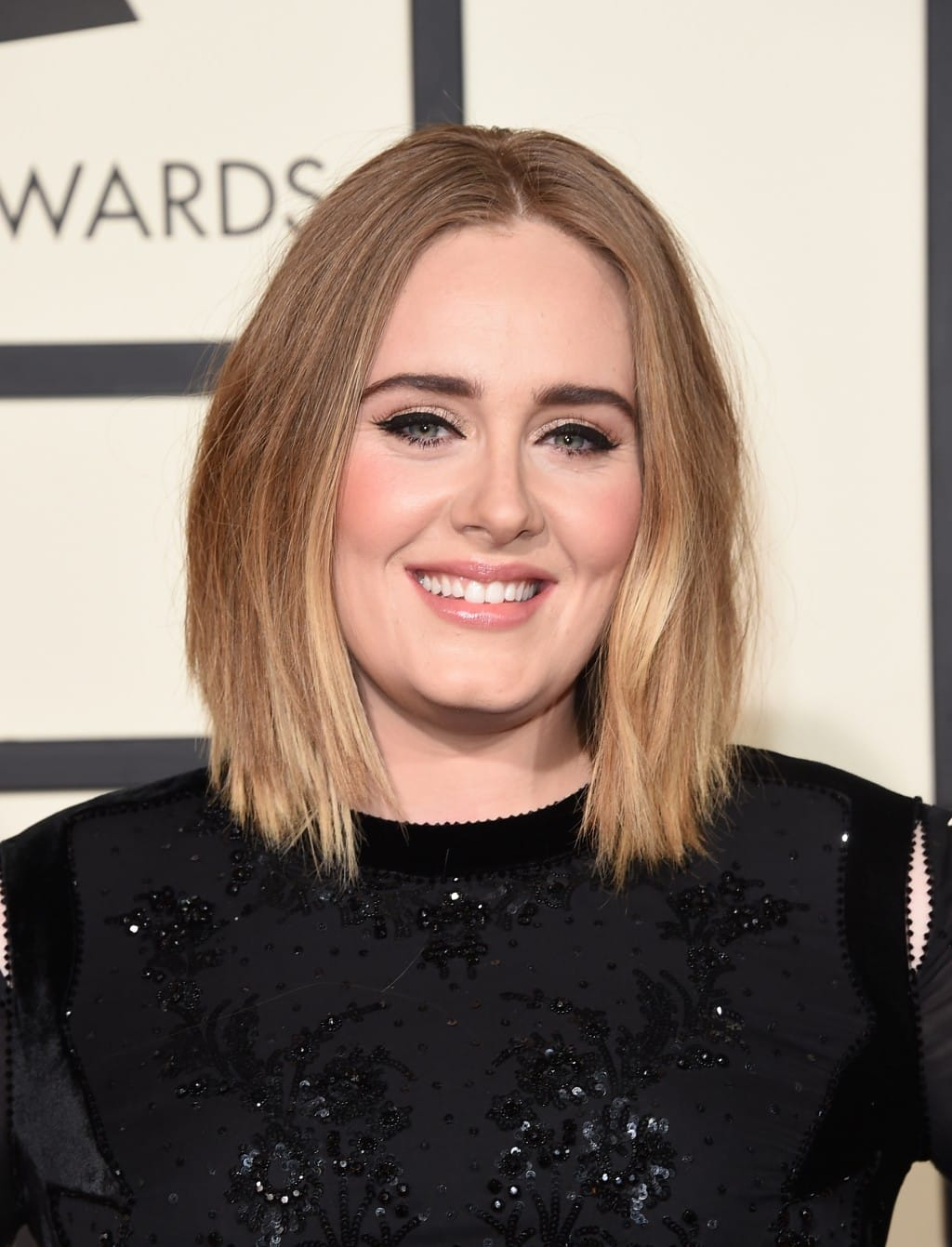 http://do5ctr7j643mo.cloudfront.net/wp-content/uploads/2016/02/16154107/Adele-Beauty-Look-Grammy-Awards-2016-1024x1341.jpg