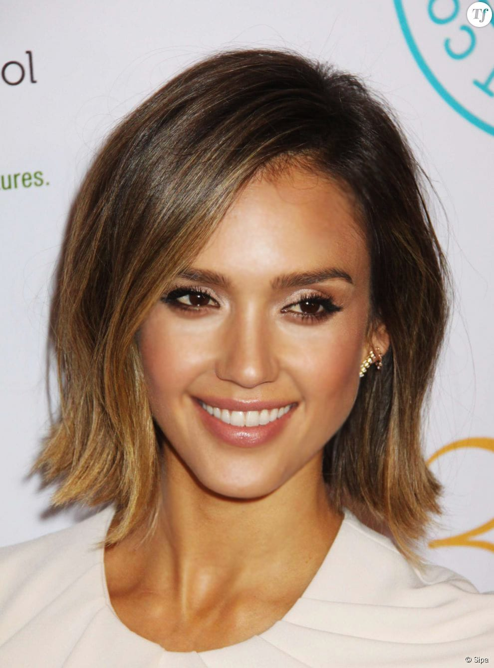 how to get a golden glow like jessica alba savoir flair